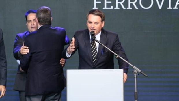 Bolsonaro envia forças armadas à Amazônia