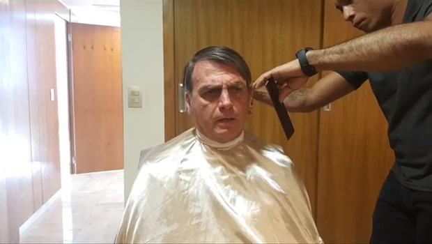 Jair Bolsonaro cabeleireiro live Facebook 1 - Foto Reprodução Facebook