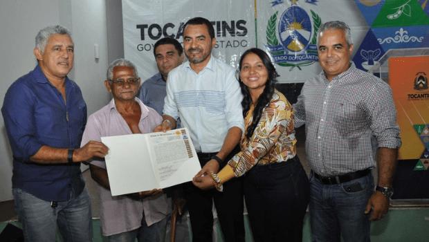 Moradores de Palmas recebem títulos definitivos de imóveis