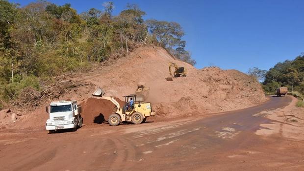 Carlesse vistoria obras da TO-387 e 141 em Palmerópolis
