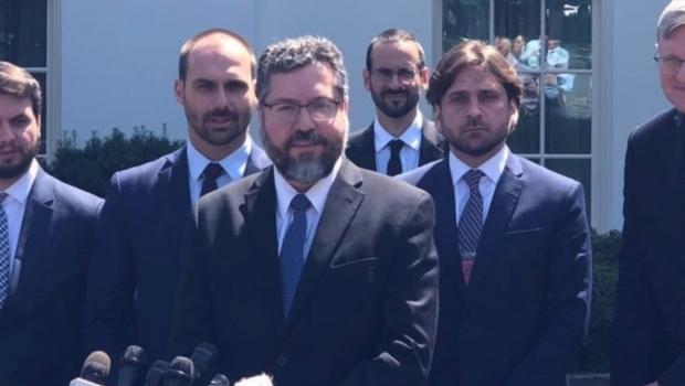 Além de chanceler, três assessores da Presidência acompanharam Eduardo Bolsonaro nos EUA