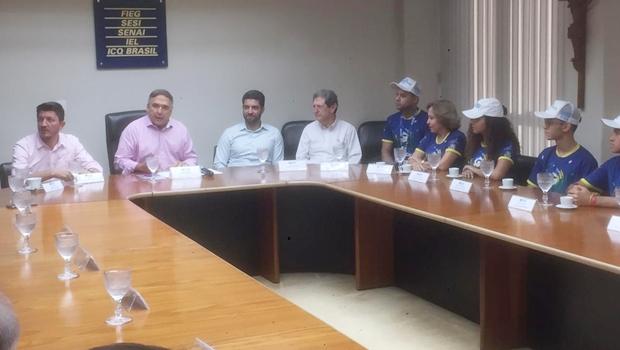 Estudantes ganhadores de concurso de robótica da Nasa são recebidos por presidente da Fieg