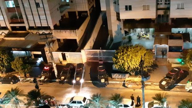 Homem morre em confronto com Rotam dentro de prédio no setor Bueno