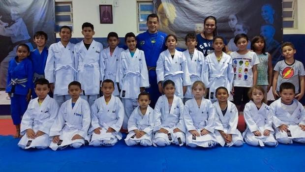 Projeto Sesc Esporte em Ação realiza entrega de 80 kimonos para crianças