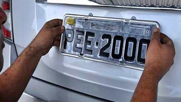 Novas normas de credenciamento para fabricantes de placas são adiadas