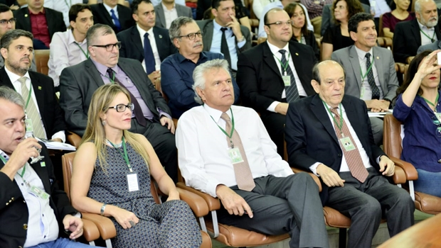 Em visita de Caiado, secretária da Economia defende desenvolvimento sustentável com equilíbrio fiscal