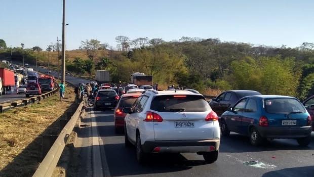 Após acidente com onze veículos, PRF libera trecho interditado da BR-153