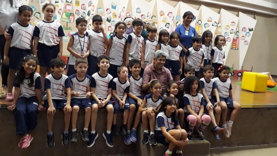 Sesc Cidadania promove encontro entre alunos, escritores e ilustradores de obras infantis
