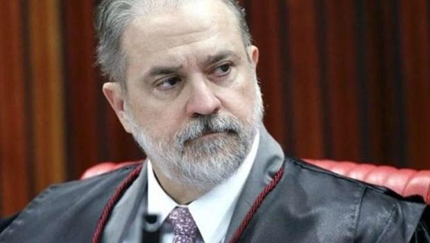 Ex-PGR denuncia Bolsonaro por conduta 'ilícita' na pandemia e Aras retém o caso