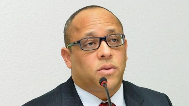 Por decisão do STF, procurador Fernando Carneiro reassume cargo junto ao TCE