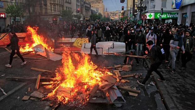 Sobe para 11 número de mortos em confrontos no Chile