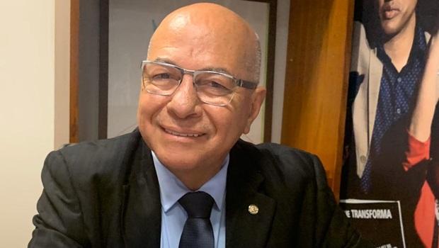 Professor Alcides não será suspenso por apoiar candidatura de Gustavo Mendanha