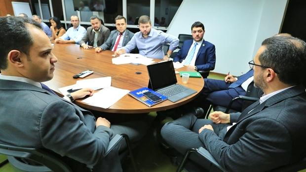Integrantes da CPI da Enel apresentam lista de demandas ao presidente da empresa em Goiás