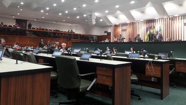 Deputados ainda avaliam vetos à emendas do orçamento para 2020