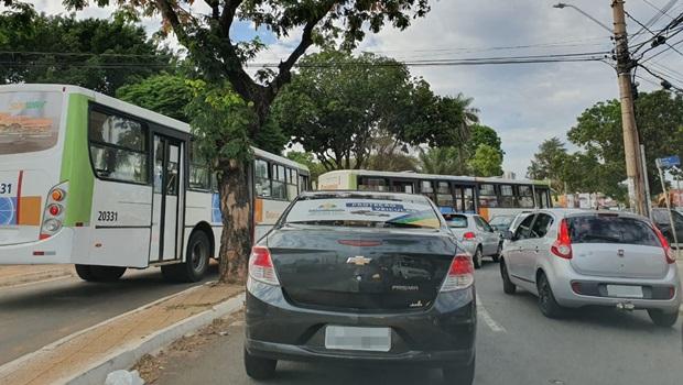 Praça do Cruzeiro registra trânsito conturbado na manhã desta segunda-feira, 28
