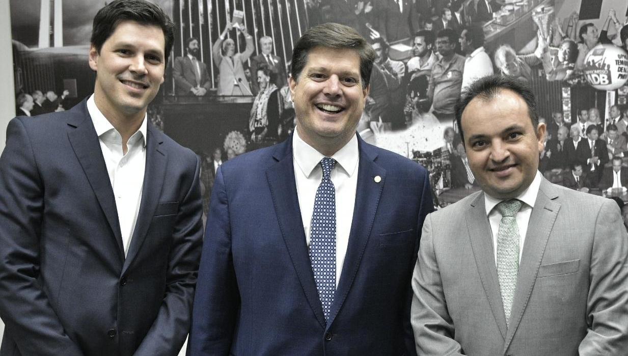 Prefeito de Valparaíso, Pábio Mossoró acerta com Daniel Vilela ida para o MDB