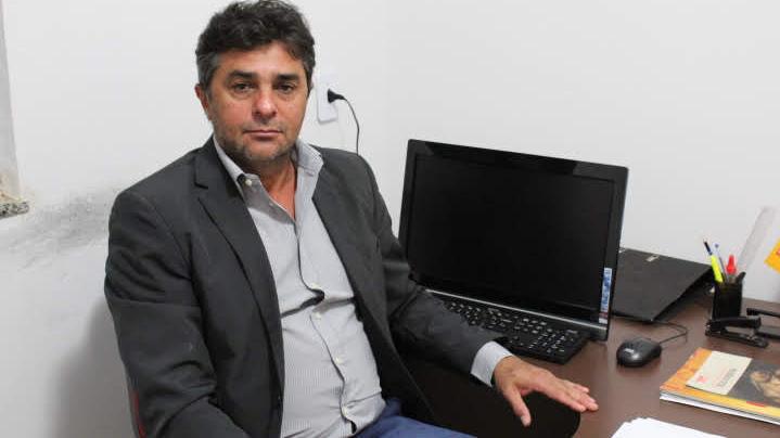 DEM banca vereador cassado para enfrentar Carlão em Goianira