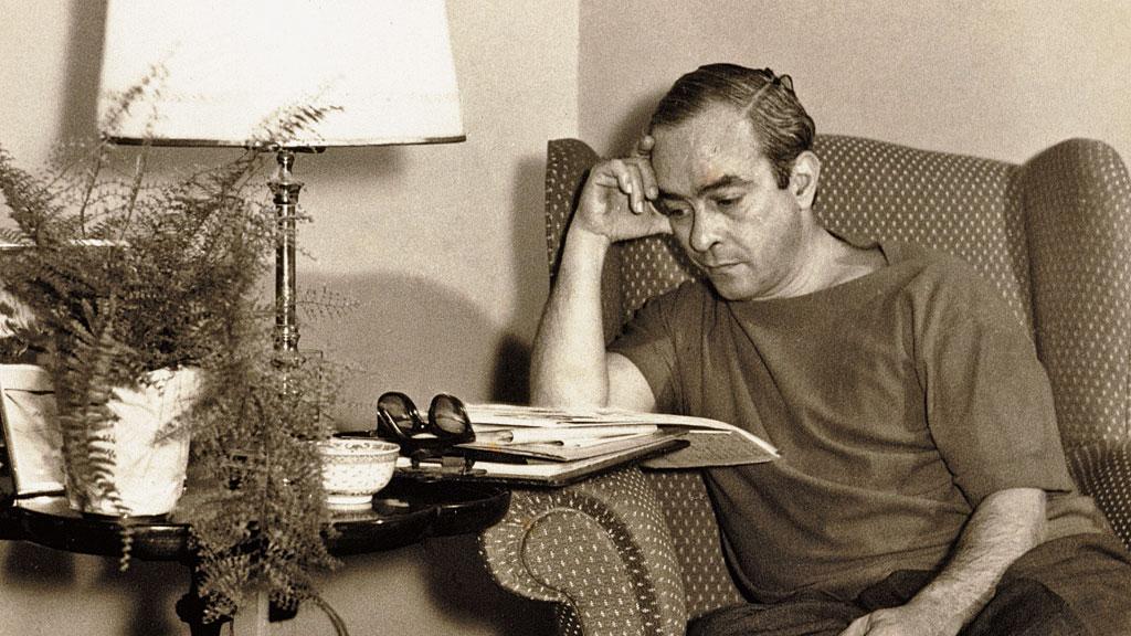 Vinícius de Moraes morreu há 40 anos, mas sua poesia permanece viva e reverberante