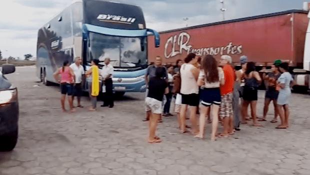Passageiros passam 36 horas em rodovia após ônibus quebrar na BR-153