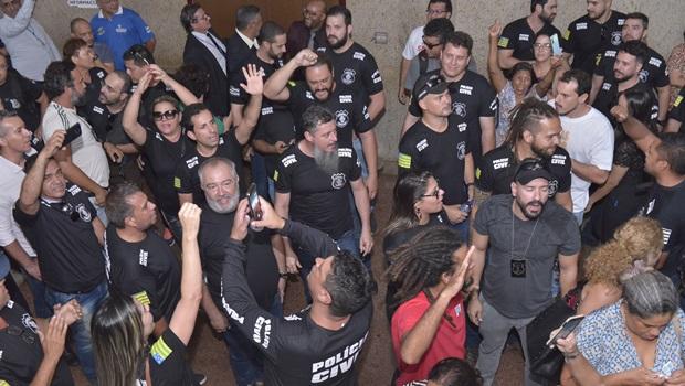 Com acordo mantido, policiais civis retiram indicativo de greve