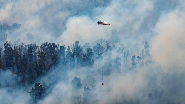 Em meio às chamas, mais de 4 mil pessoas buscam refúgio nas praias da Austrália