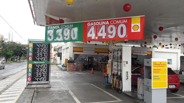 Durante feriado, postos diminuem preço do combustível na tentativa de atrair clientes