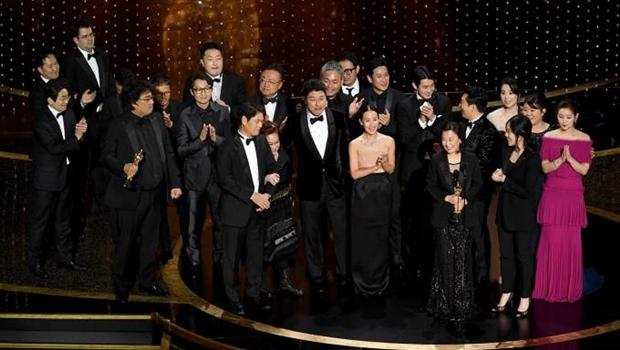 """""""Parasita"""" vence como melhor filme e Joaquin Phoenix (Coringa) leva prêmio de melhor ator"""
