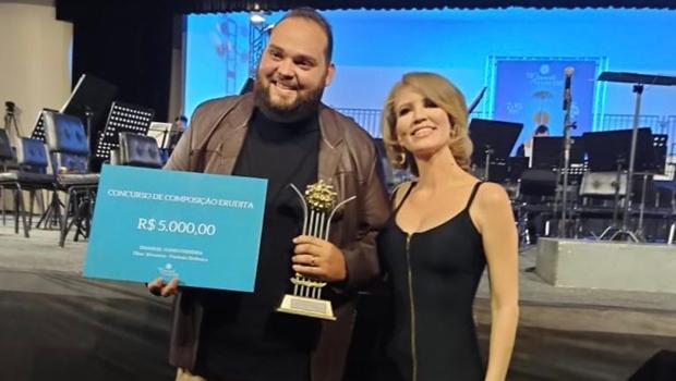 Maestro do Palácio da Música de Trindade recebe troféu Cosmos