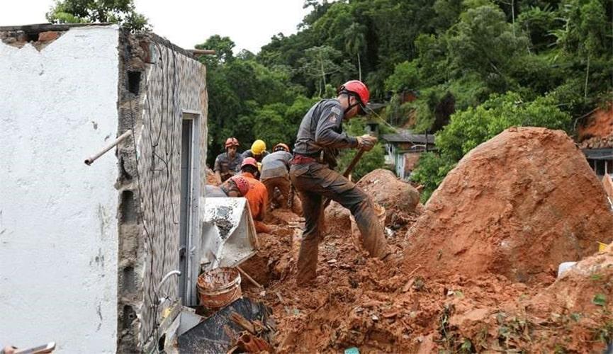 Chances de sobreviventes em deslizamentos na Baixada Santista caem para 32%