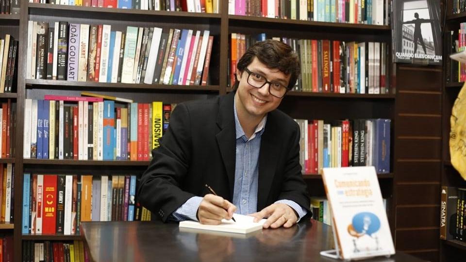 Jornalista Luiz Augusto Araújo lança livro de contos e crônicas