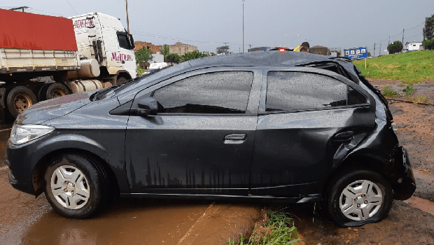 Acidente entre três veículos na BR 060 deixa parte da rodovia interditada