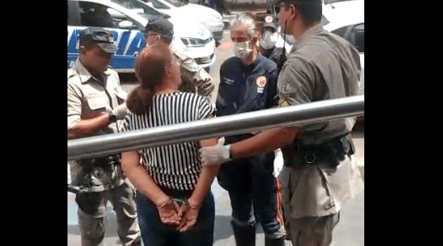 PM retira idosa que protestava contra quarentena em Caldas Novas
