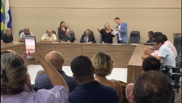 Após TSE reconduzi-lo ao cargo, prefeito de Planaltina renuncia e vice Dona Cida assume
