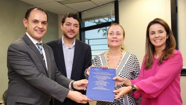 Deputados entregam relatório final da CPI da Enel a MPE e MPF