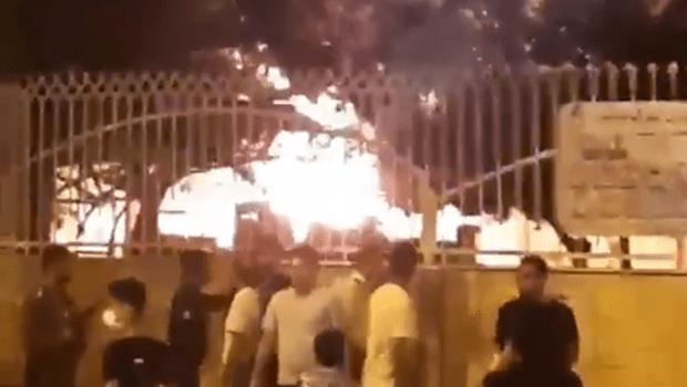 Após rumores de receber pacientes com coronavírus, hospital é incendiado no Irã