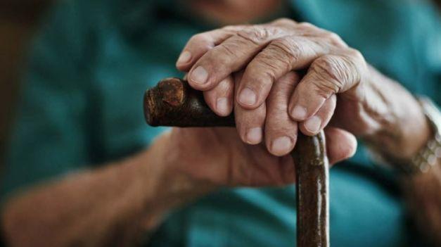 Em grupo de risco, idosos são alvo de rede de proteção da sociedade