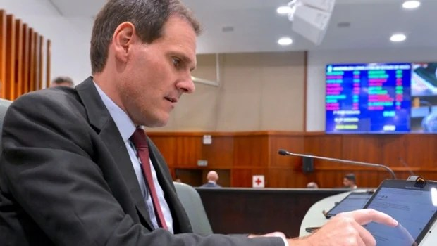 """Alego pode adotar sessões plenárias """"híbridas"""" a partir de setembro"""