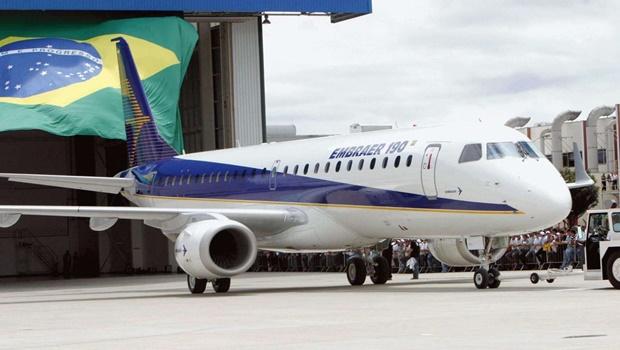 Brasil proíbe entrada voos com origem ou passagem pela África do Sul
