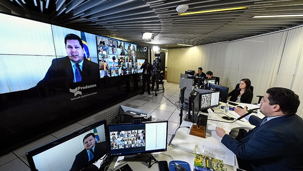 Caiado usa Twitter para agradecer aprovação do projeto de socorro aos estados e municípios no Senado