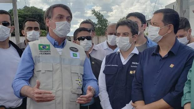 Em Águas Lindas, Bolsonaro garante apoio a Hildo do Candango para conclusão do Hugo 9