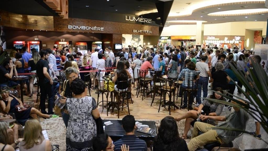 Novo coronavírus mata pessoas e pode levar ao fechamento de vários cinemas pelo país afora