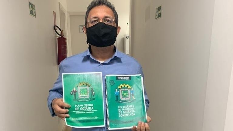 Nilson Gomes lança livro comentando o Plano Diretor atual e o que está sendo votado