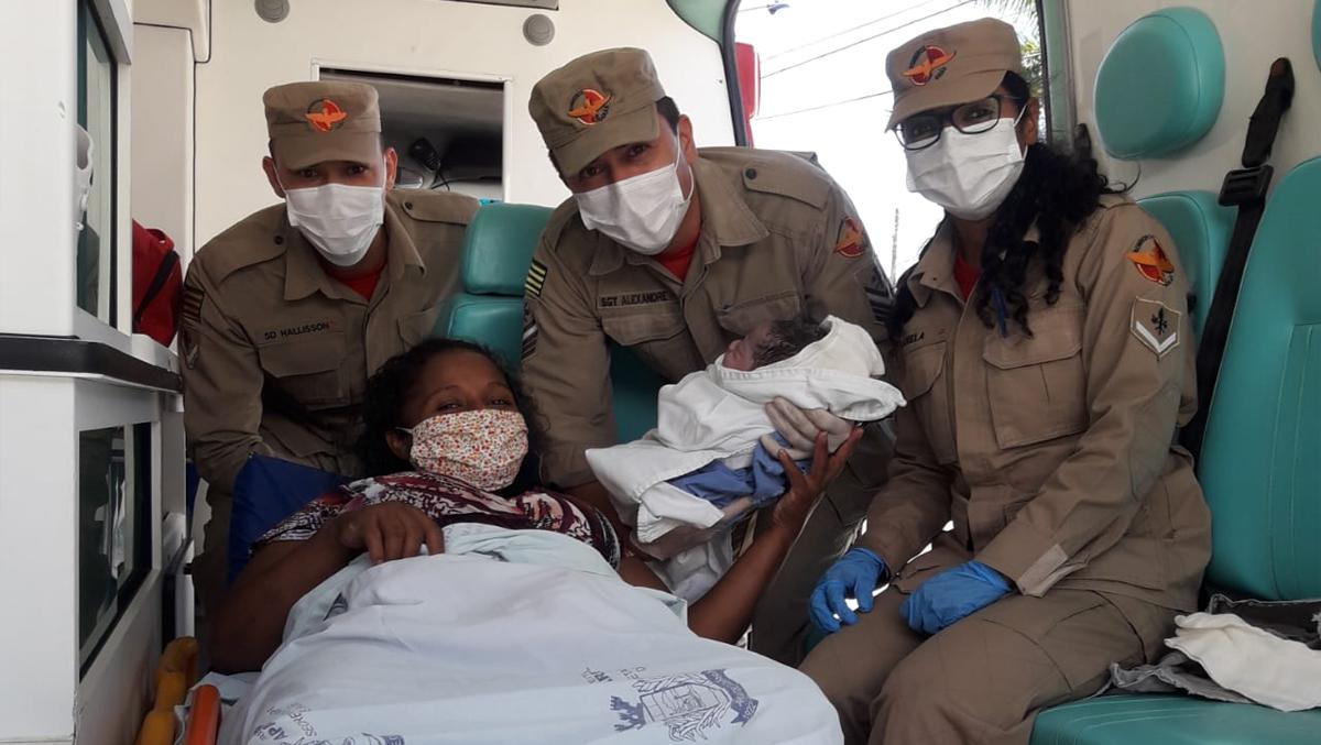 Mulher dá à luz em ambulância do Corpo do Bombeiros, em Aparecida de Goiânia