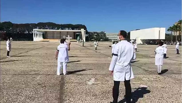 Conselho de Enfermagem diz que vai processar professor goiano por insultos contra enfermeiras