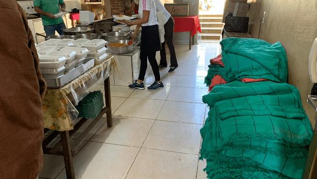 Cobertores que escondiam drogas são doados pela PRF