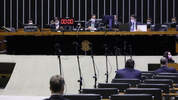 Câmara aprova aumento do salário mínimo para R$ 1.045