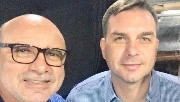 Flávio Bolsonaro e Fabrício Queiroz são denunciados pelo MP-RJ