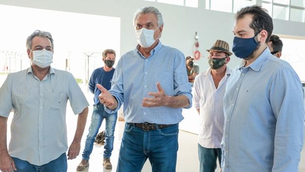 """""""Dinheiro público é para fazer com que as obras aconteçam"""", diz governador durante visita a hospital de Formosa"""