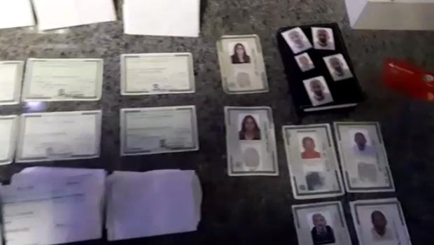 Suspeito de aplicar golpe no auxílio emergencial, idoso é preso com quase 70 documentos, em Goiânia