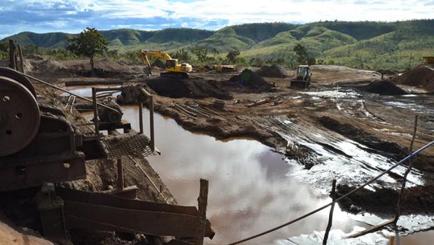 Mineradora ilegal é fechada em Cavalcante
